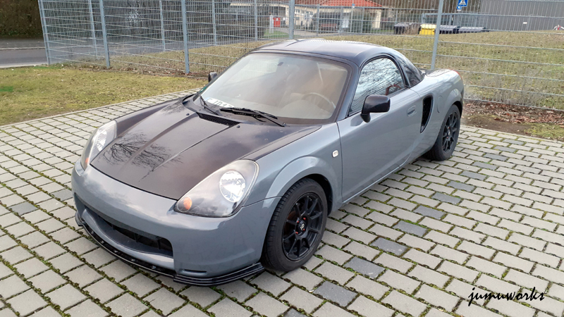 Toyota MR2 foliert in Avery Dennison Dark Grey Gloss